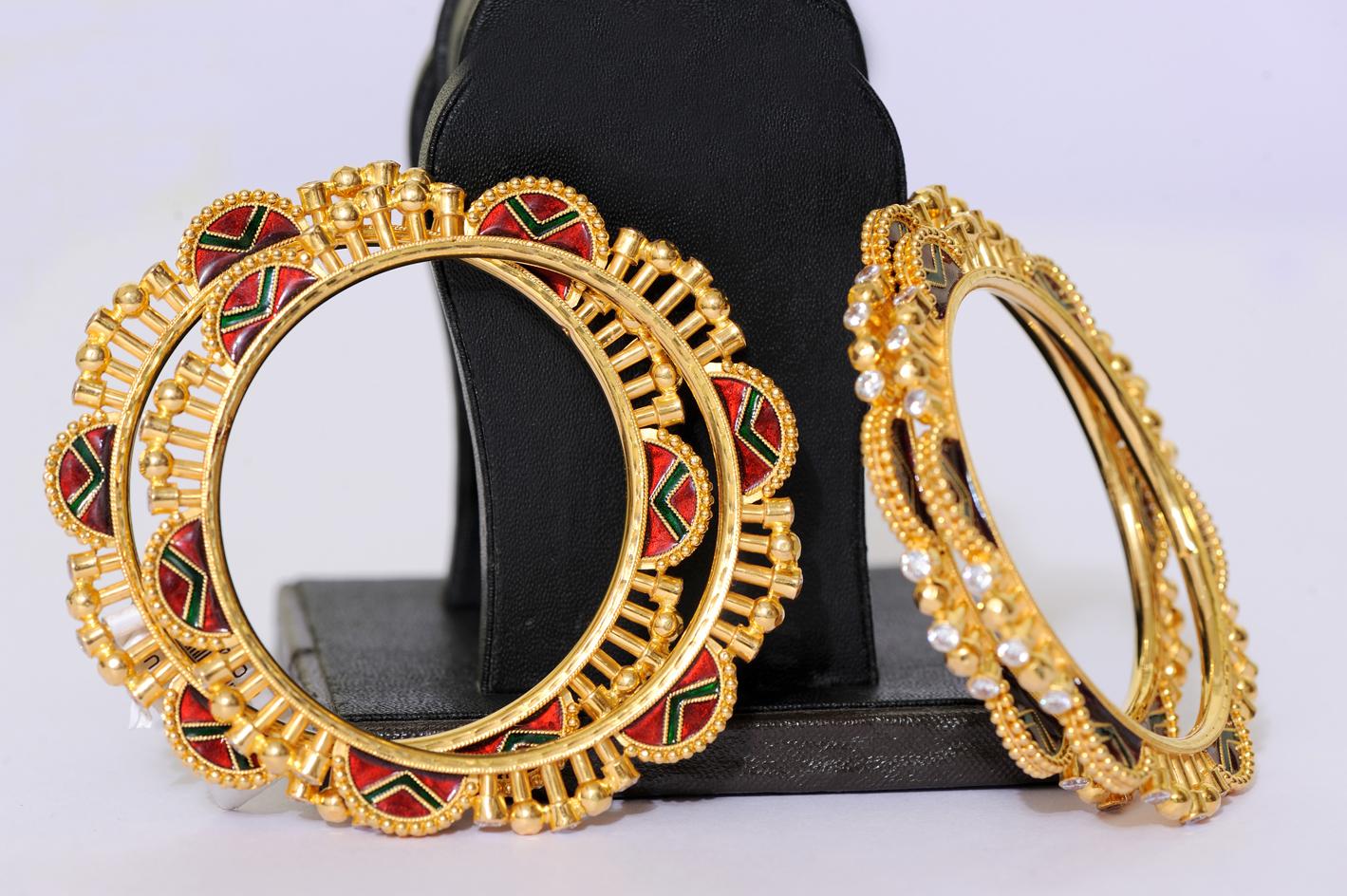 Gold Bangle-details